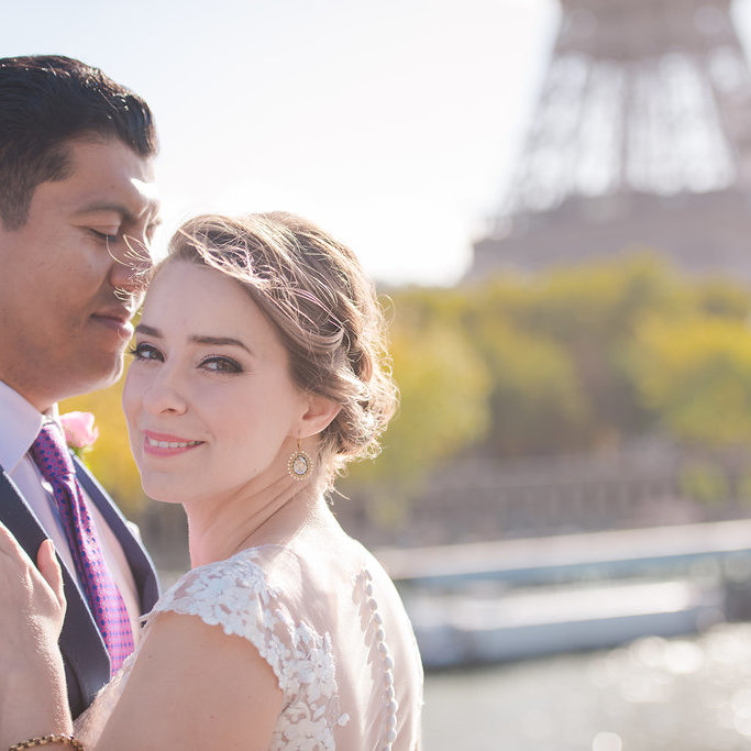 paris elopement in front of the eiffel tower